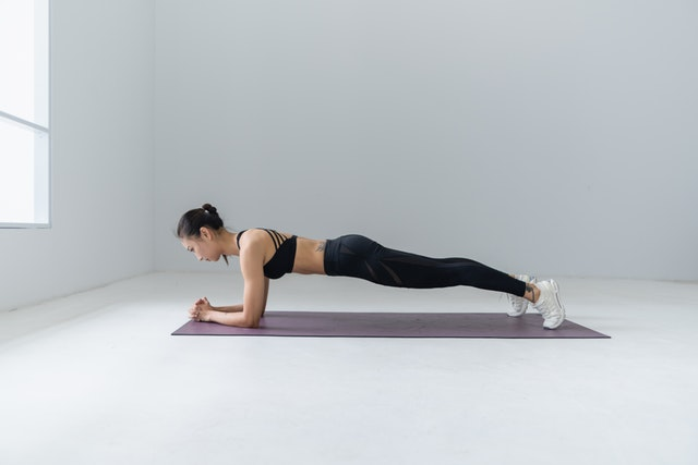 8 Best Stomach Exercises for a Flat Tummy At Home 3