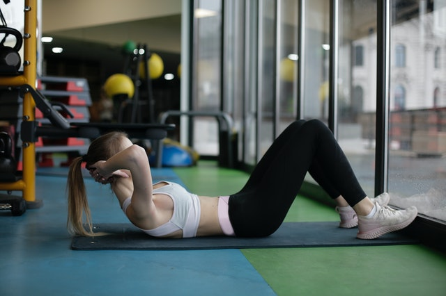 8 Best Stomach Exercises for a Flat Tummy At Home 1